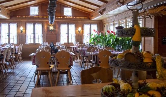 Intérieur restaurant col du Pillon